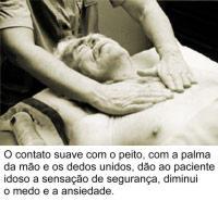 idoso_massagem_peito